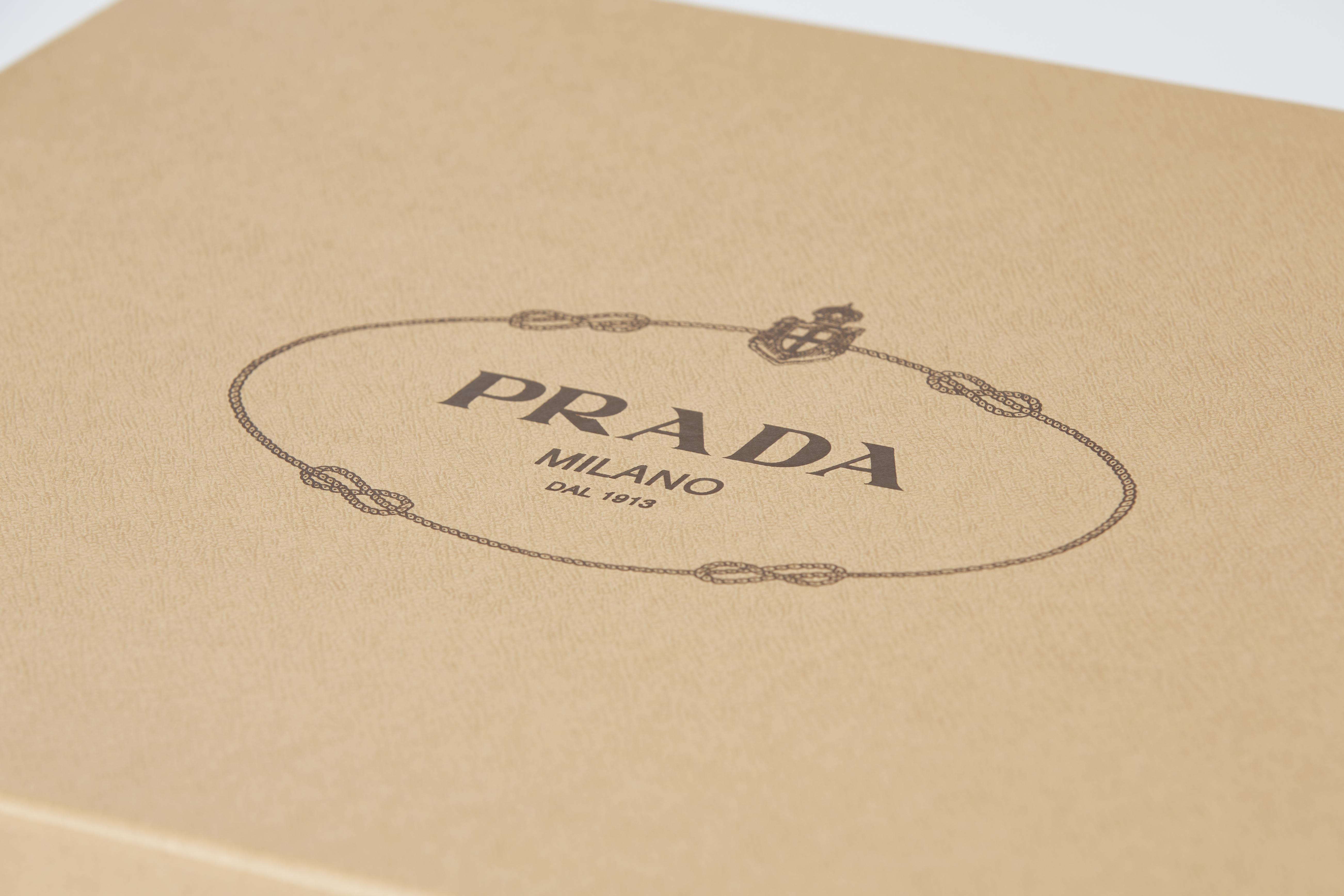 dettaglio scatola Prada
