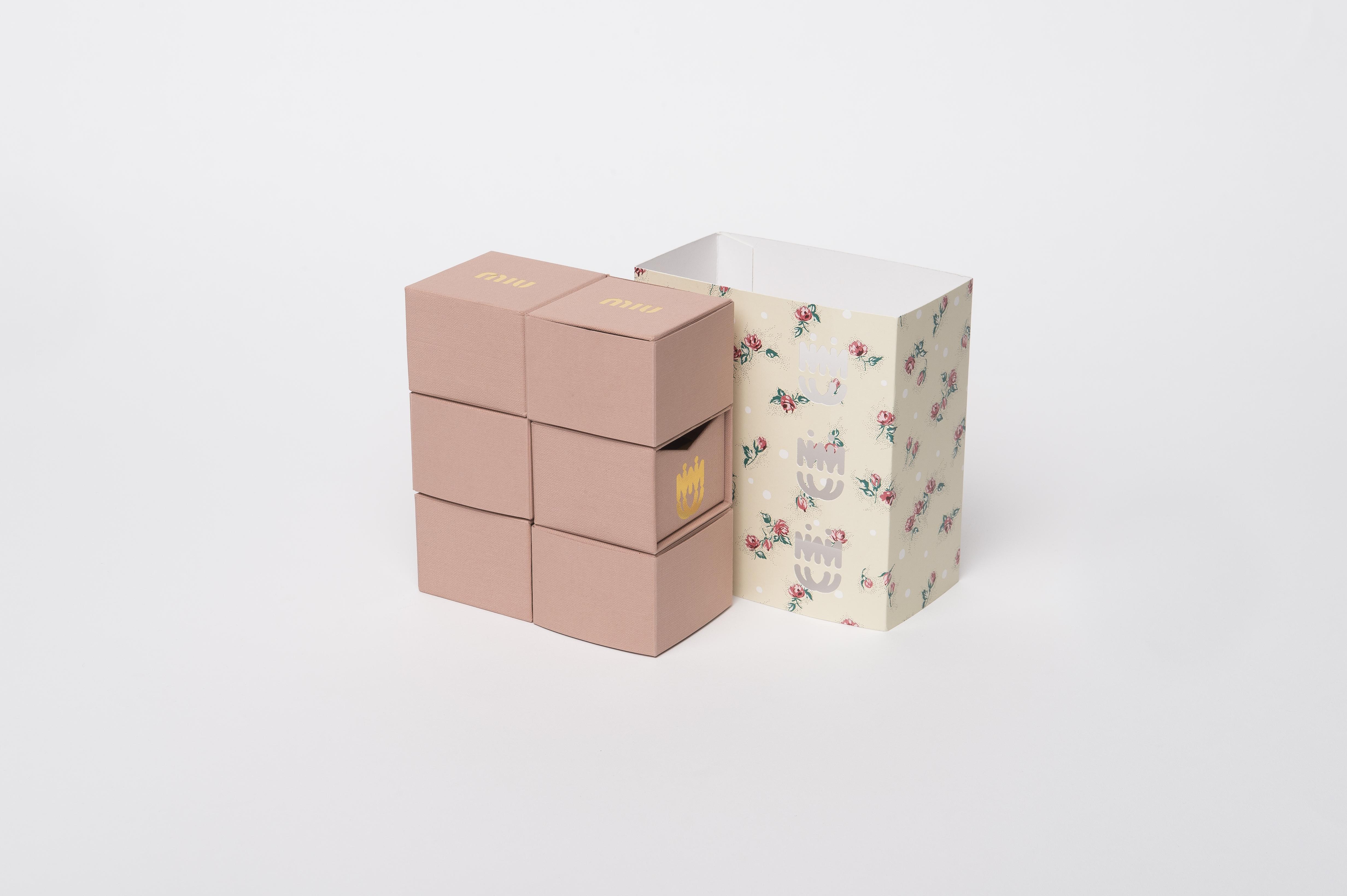 scatola a cassetti Miu Miu