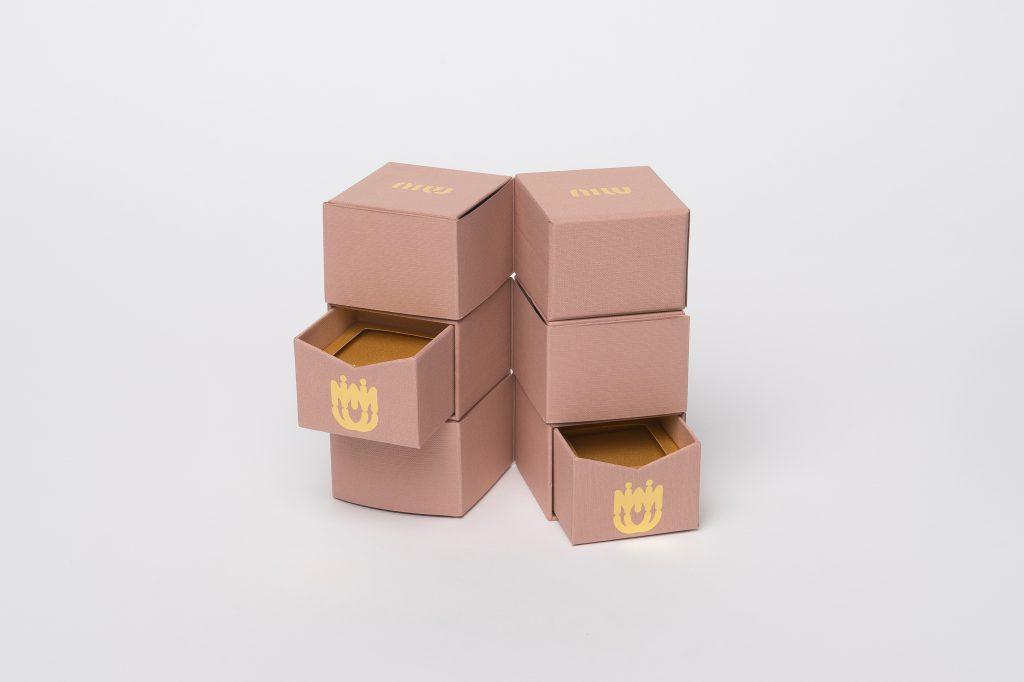 scatole con apertura girevole personalizzate per Miu Miu